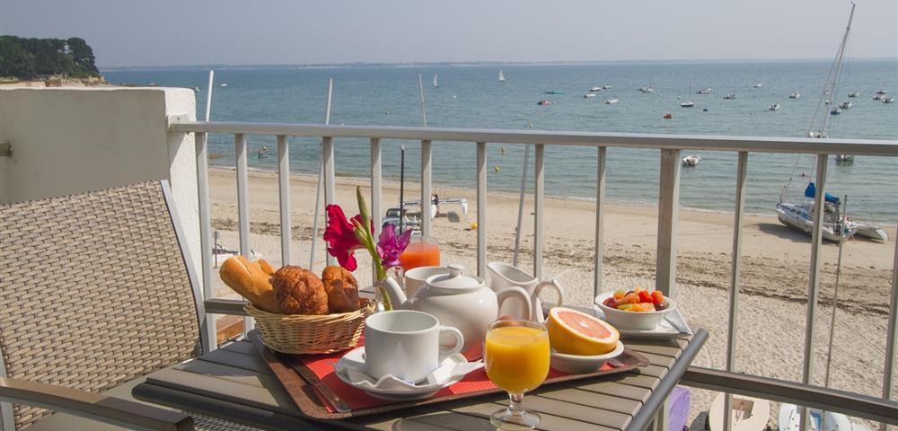 chambres d 39 h tel avec vue sur mer h tel de la plage saint pierre quiberon baie de quiberon. Black Bedroom Furniture Sets. Home Design Ideas